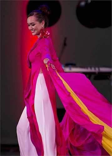 Nhà thiết kế Đức Hùng mang bộ sưu tập áo dài với những nét văn hóa Kinh Bắc đến với đất Mỹ.