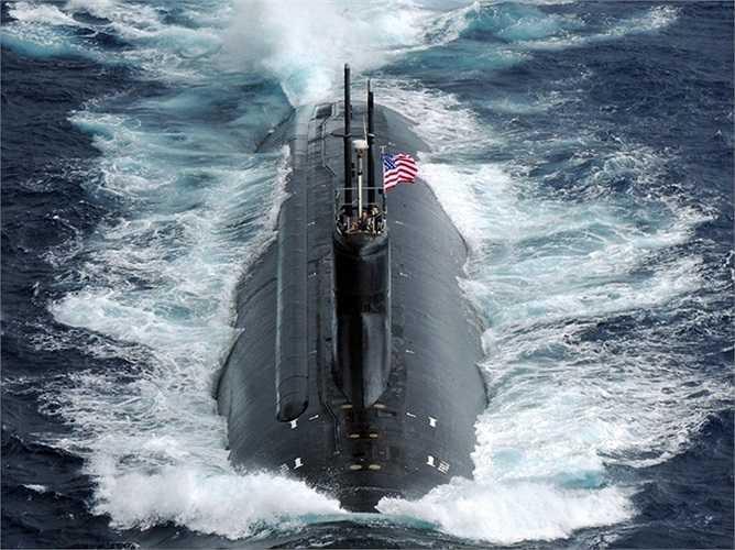 Tàu ngầm USS Connecticut, chiếc thứ 2 của lớp Seawolf, dài 107m và trọng lượng khi đủ tải là 9.137 tấn