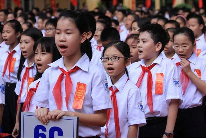 Học sinh rạng ngời ngày khai giảng năm học mới