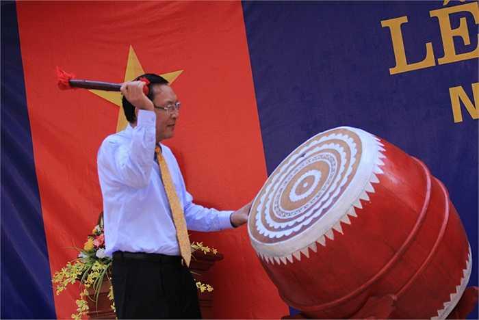 Bộ trưởng Bộ GD-ĐT đánh tiếng trống khai giảng báo hiệu một năm học mới bắt đầu