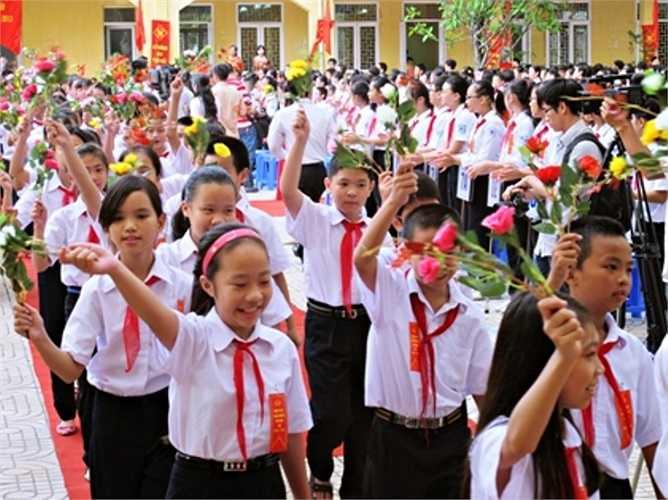Lễ đón chào 450 em học sinh lớp 6 được tổ chức trang trọng, tươi vui