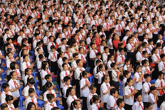 Hàng nghìn học sinh đã có mặt dự lễ khai giảng tại trường THCS Lê Quý Đôn