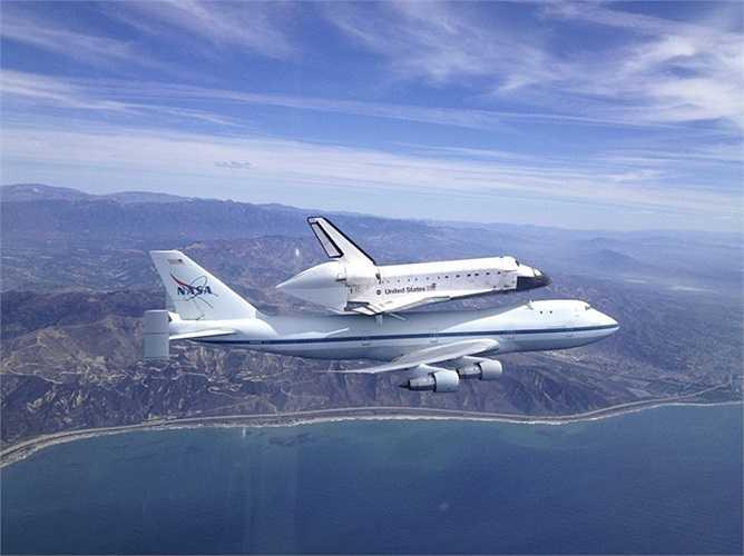 Hành trình tàu con thoi Endeavour 'cưỡi' Boeing 747 từ Trung tâm Vũ trụ Kennedy, bang Florida tới bảo tàng ở California