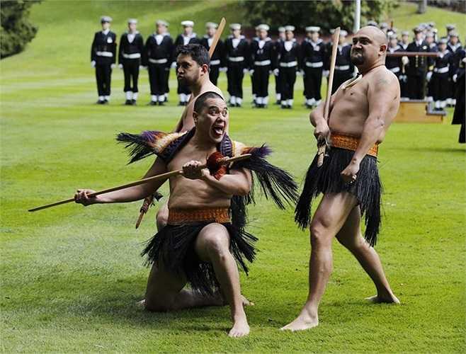 Những 'chiến binh' tham gia lễ chào mừng Bộ trưởng Quốc phòng Leon Panetta nhân chuyến thăm của ông tới New Zealand