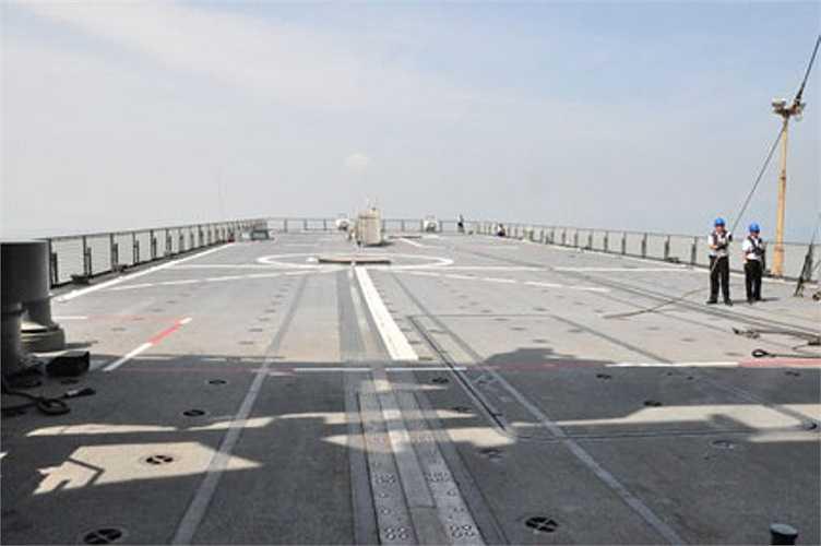 Sân bay trực thăng đáp ứng cho 2 chiếc trực thăng hạng trung cất hạ cánh