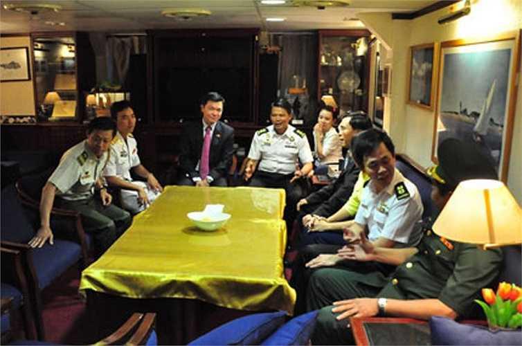 Các bên đã có buổi gặp xã giao ngay trên tàu
