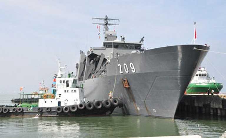 Sáng 21/9, chiến hạm đổ bộ RSS Persistence 209 của Hải quân Singapore đã cập cảng Tiên Sa, chính thức chuyến thăm hữu nghị Đà Nẵng