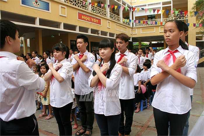 Để có thể biểu diễn thành thục, đồng đều bài quốc ca, các em học sinh phải mất hơn 1 tháng để tập luyện