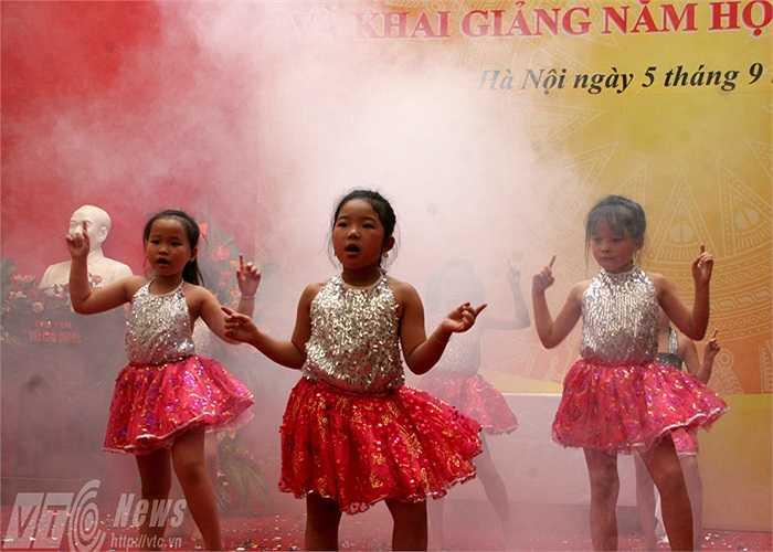 Những điệu nhảy sôi động do các em học sinh tiểu học thể hiện
