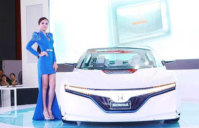 Hoa hậu Diễm Hương bên chiếc concept độc đáo của Honda
