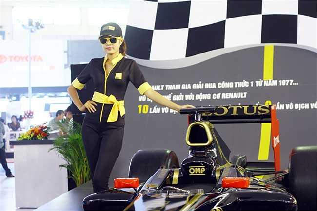 Chiếc F1 là siêu xe 'khủng nhất' tại triển lãm, nhưng có vẻ như nó không đẹp để cuốn hút tất cả mọi người