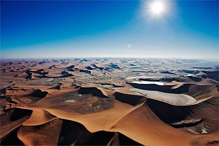 Những cồn cát trong đầm lầy chết Sossusvlei của sa mạc Namib