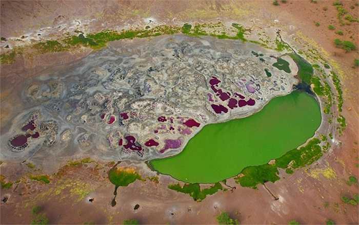 Miệng núi lửa Magado ở phía Đông Bắc dãy núi Nyambeni, Kenya