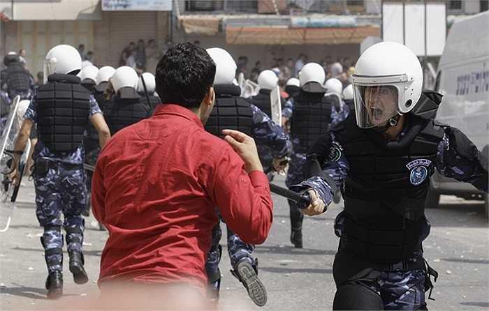 Cảnh sát đụng độ gay gắt với người biểu tình ở thành phố Hebron, Palestine
