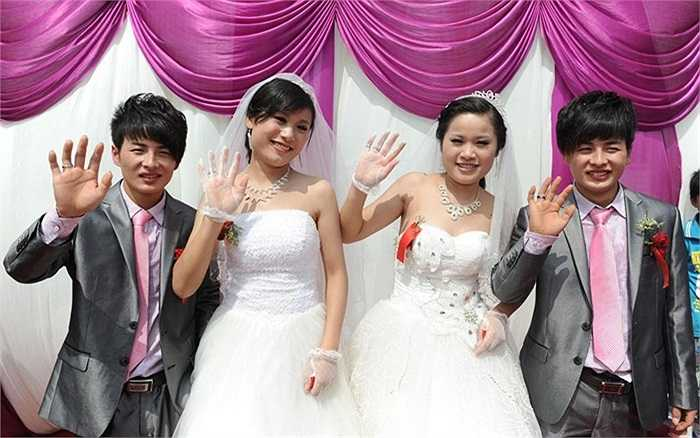 Đám cưới lạ giữa 2 cặp cô dâu chủ rể sinh đôi ở tỉnh An Huy, Trung Quốc