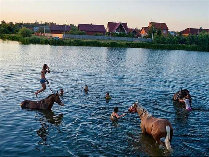 Mùa hè thanh bình ở nước Nga bên dòng sông thơ mộng