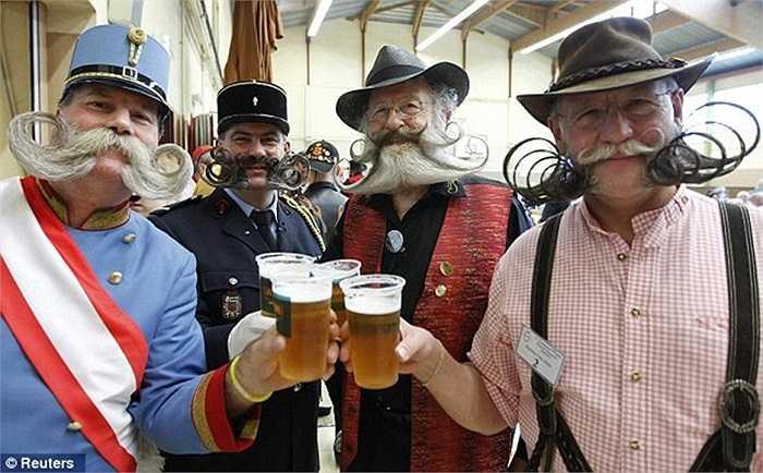 Hơn 100 người đàn ông tham gia cuộc thi 'Những bộ râu đẹp nhất châu Âu'được tổ chức ở thị trấn Wittersdorf, nước Pháp