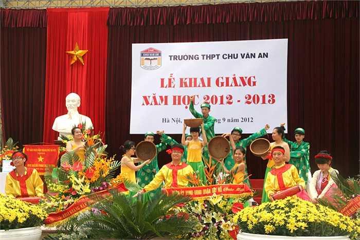 Những tiết mục văn nghệ đặc sắc do chính học sinh trường THPT Chu Văn An biểu diễn.