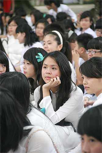 Ánh mắt của thiếu nữ trường Chu Văn An hút hồn biết bao 'tay máy'