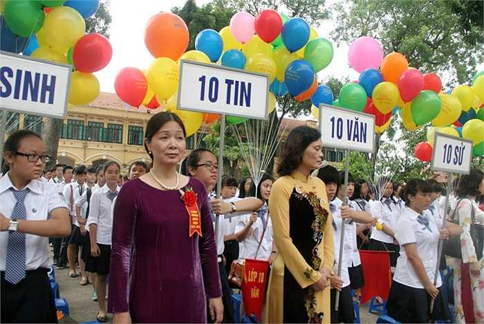 Hơn 500 học sinh lớp 10 bước vào năm học mới ở ngôi trường giàu truyền thống