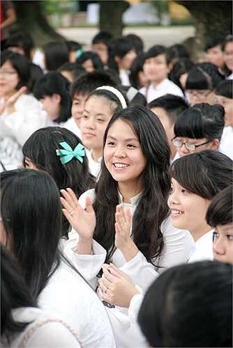 Rạng ngời trong tà áo trắng học trò