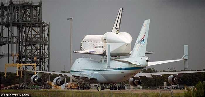 Trước giờ cất cánh ở bãi đỗ tại Trung tâm Vũ trụ Kennedy hôm 19/9