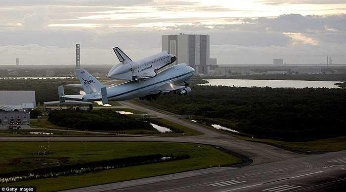 Tàu con thoi Endeavour cất cánh vào lúc rạng sáng ngày 19/9 từ Trung tâm Vũ trụ Kennedy, bang Florida