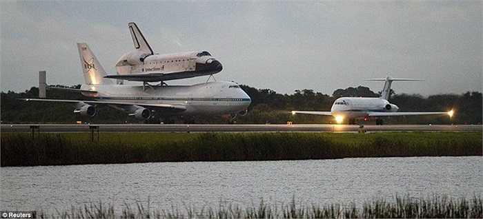 Tàu Endeavour khởi hành từ Trung tâm Vũ trụ Kennedy hôm 19/9 sau 2 ngày bị trì hoãn do thời tiết xấu ở Florida và Texas