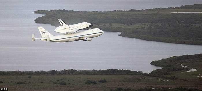 Tàu Endeavour sẽ qua đêm ở Houston, bang Texas trước khi tiếp tục khởi hành vào sáng ngày 21/9