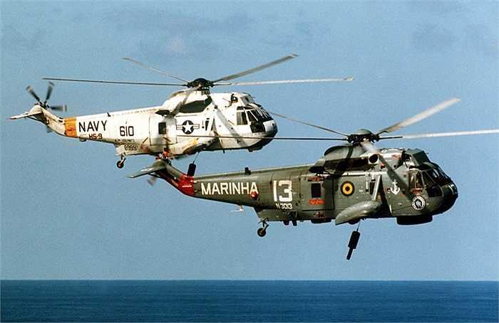 Hai trực thăng SH-3s của Hải quân Mỹ và Brazil