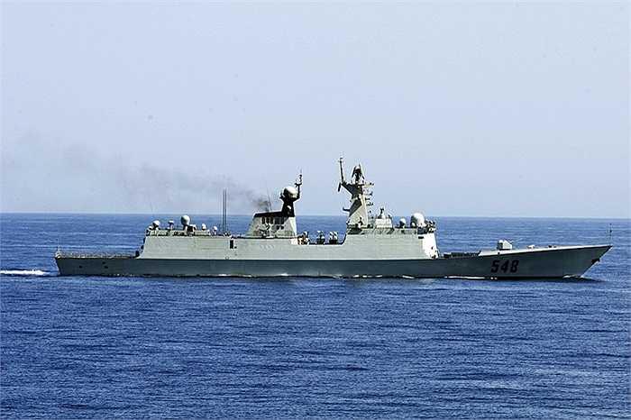 Tàu khu trục hạng nhẹ Yi Yang của Trung Quốc đang đến vịnh Aden để tập trận cùng tàu khu trục USS Winston S. Churchill của Mỹ