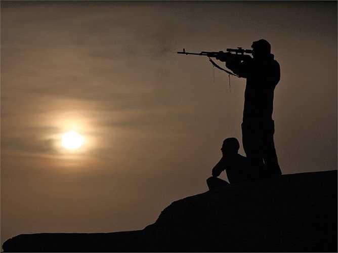 Một buổi tuần tra và tiêu diệt các thành phần khủng bố của lính thủy đánh bộ Mỹ tại Afghanistan