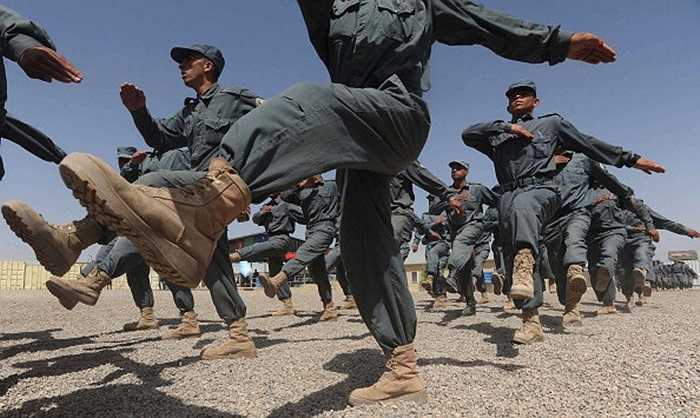 Buổi diễu hành của các nhân viên cảnh sát Quốc gia Afghanistan trong học viện đào tạo cảnh sát ở Herat
