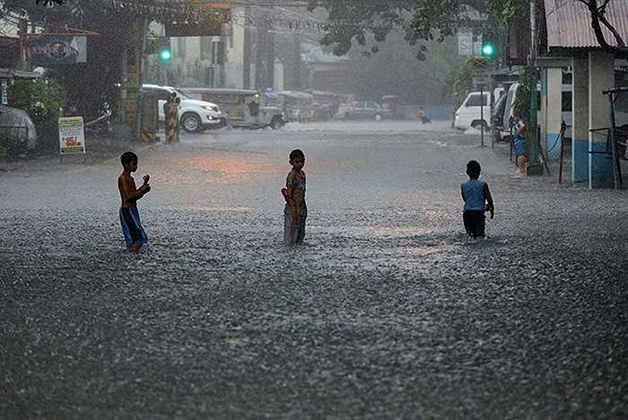 Lũ ngập đường phố ở thủ đô Manila, Philippines