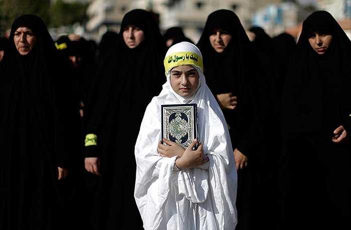 Bé gái người Li-băng trong cuộc biểu tình phản đối bộ phim chế nhạo nhà tiên tri Muhammad ở thành phố Bint Jbeil