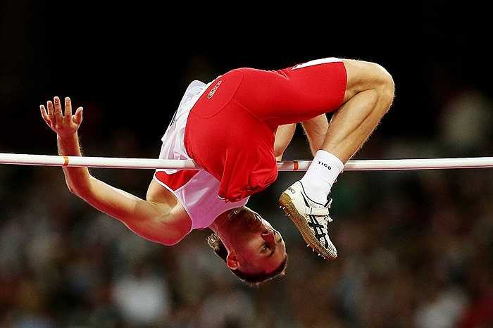 Cú vượt xà khó nhọc nhưng đầy quyết tâm và nghị lực của một vận động viên đến từ Hà Lan trong cuộc so tài tại Paralympic 2012.