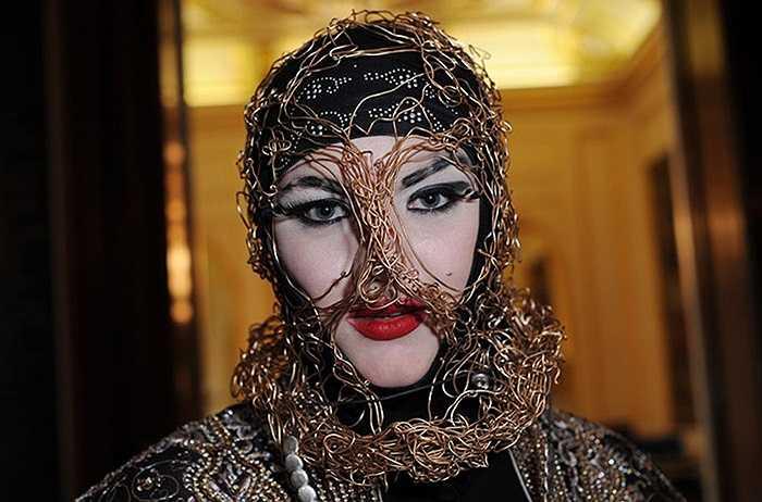 Người mẫu trong tuần lễ thời trang xuân hè tại Goldsmiths Hall, London, Anh