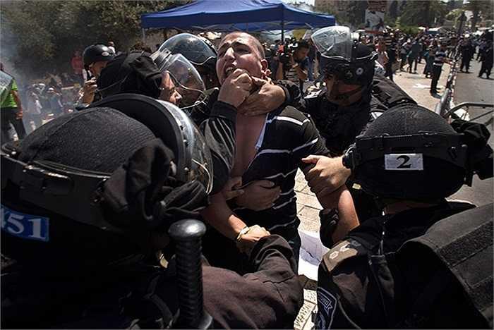 Cảnh sát trấn áp những người quá khích trong vụ biểu tình tại Jerusalem, Israel phản đối bộ phim nhạo báng nhà tiên tri Muhammad
