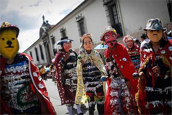 Sinh viên diễu hành trong ngày Quốc khánh tại Guatemala