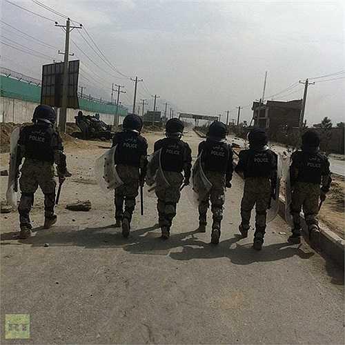 Cảnh sát chống bạo động làm nhiệm vụ tại Kabul, Afghanistan