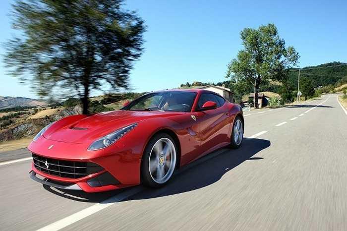 Chiếc xe Ferrari F12berlinetta trong quá trình chạy thử