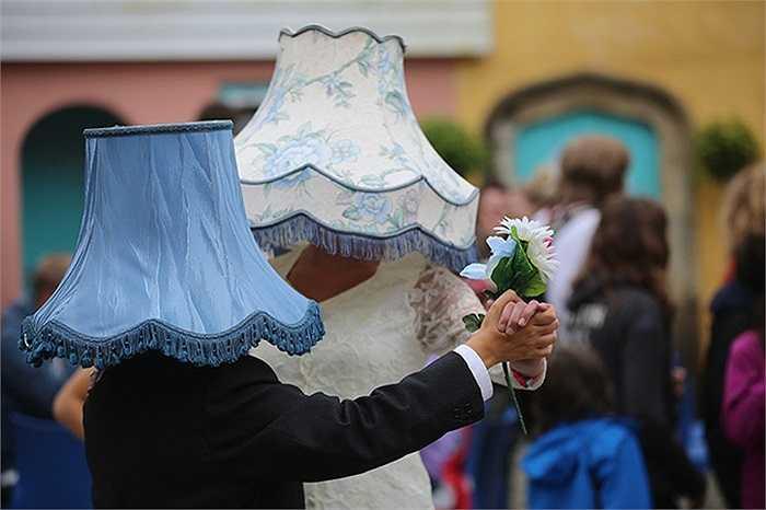 Những người tham dự một lễ hội truyền thống tại Portmeirion, Xứ Wales