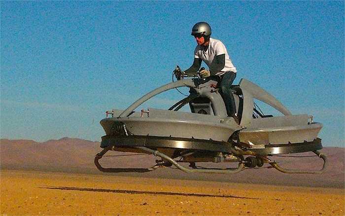 Mẫu xe bay đang lơ lửng cách mặt đất 30cm ở California, Mỹ giống trong bộ phim khoa học giả tưởng nổi tiếng Chiến tranh giữa các vì sao