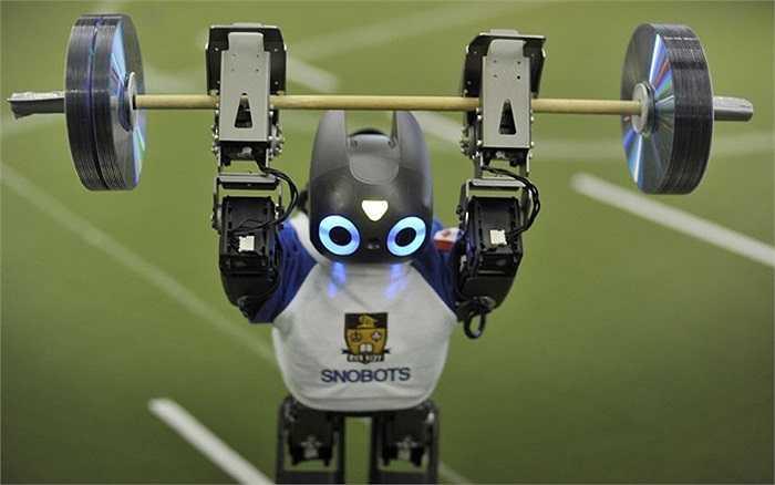 Robot nâng tạ trong cuộc thi vô địch robot thế giới được tổ chức lần đầu tiên tại Anh