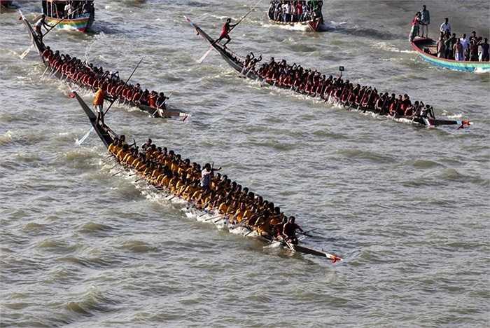 Cảnh đua thuyền truyền thống trên sông Buriganga, Dhaka, Bangladesh