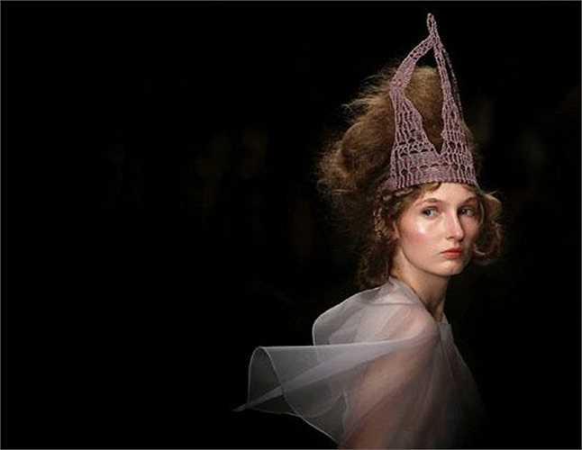 Người mẫu ấn tượng trong bộ thiết kế thời trang Xuân-Hè 2013 tại Tuần lễ thời trang London