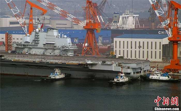 Tàu sân bay Liêu Ninh chính thức đưa vào phục vụ hải quân Trung Quốc