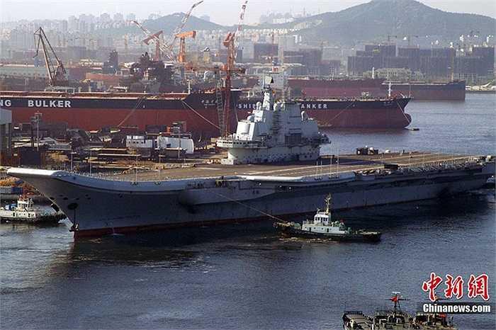 Theo thường lệ, sau khi tu sửa, hoàn thiện lại con tàu, người ta mới nghĩ tới việc đặt tên cho nó