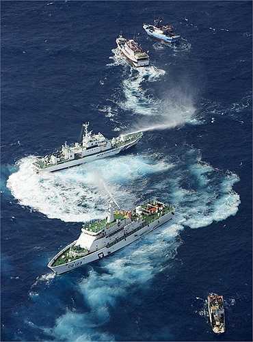 Tàu Nhật, Đài Loan đấu 'vòi rồng' ở Điếu Ngư/Senkaku