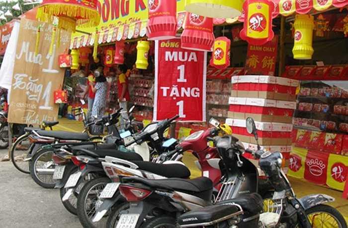 Phó tổng giám đốc Tập đoàn Kinh Đô ông Nguyễn Xuân Luân khẳng định: Bánh Trung thu Kinh Đô hiện vẫn được bán đúng giá niêm yết. Doanh nghiệp này hoàn toàn không có chủ trương bán đại hạ giá (ảnh internet)